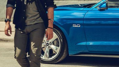 Ford Mustang Blue 2019 5.0 L Engine